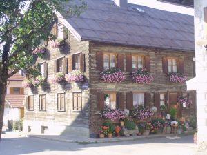 Oberstdorf kuca u cvecu
