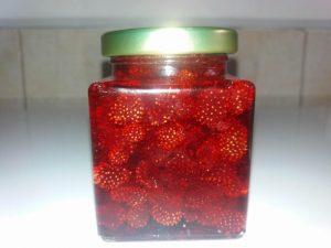 sumske jagode slatko tegla