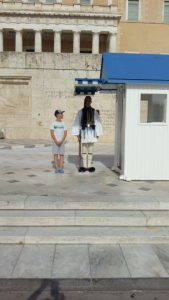 Evzoni s turistima