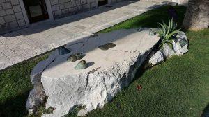makarska rivijera spomenik turisti