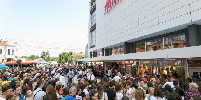 Velike gužve na otvaranju prve H&M prodavnice u Nišu