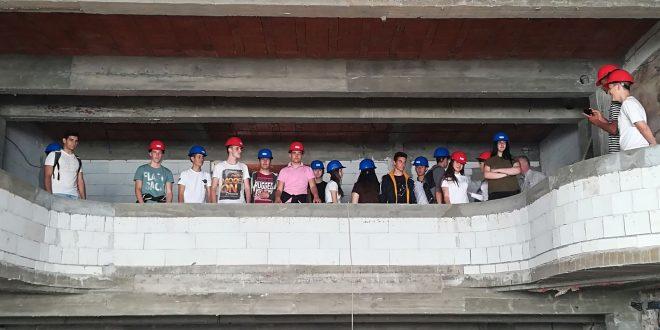 Buduće arhitekte na gradilištu Kulturnog centra