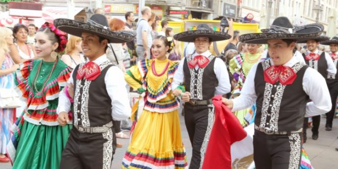 Živopisne boje folklora ulicama Niša
