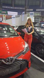 sajam-automobila-crveni-auto